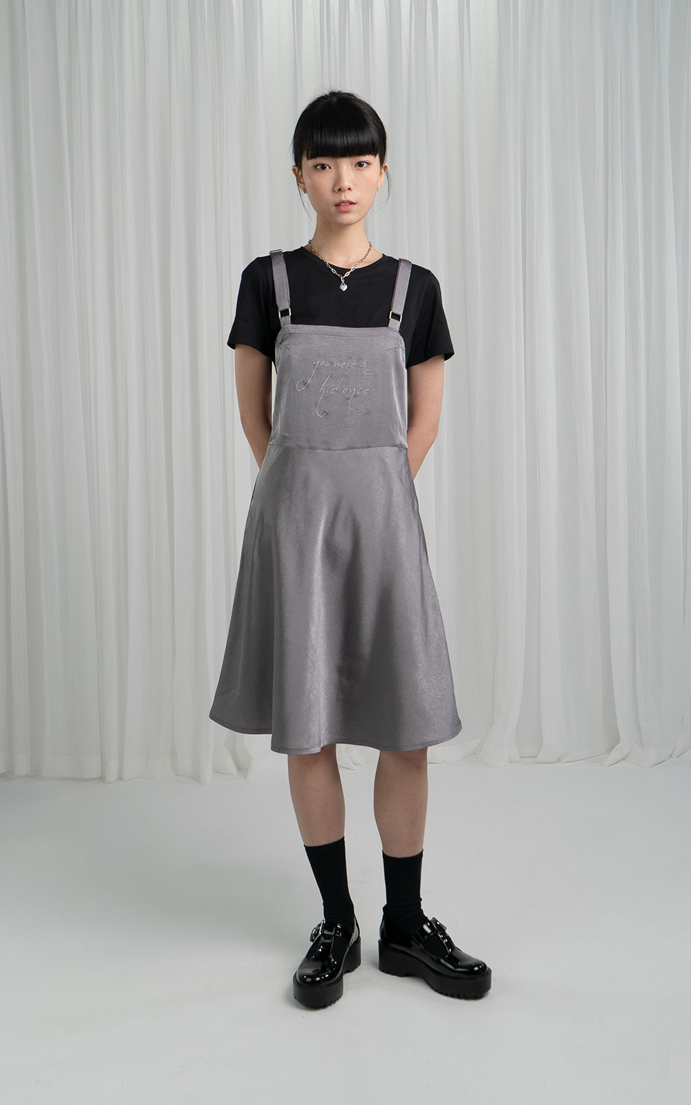 오디지 온라인 스토어SLEEVELESS SATIN DRESSOwn label brand